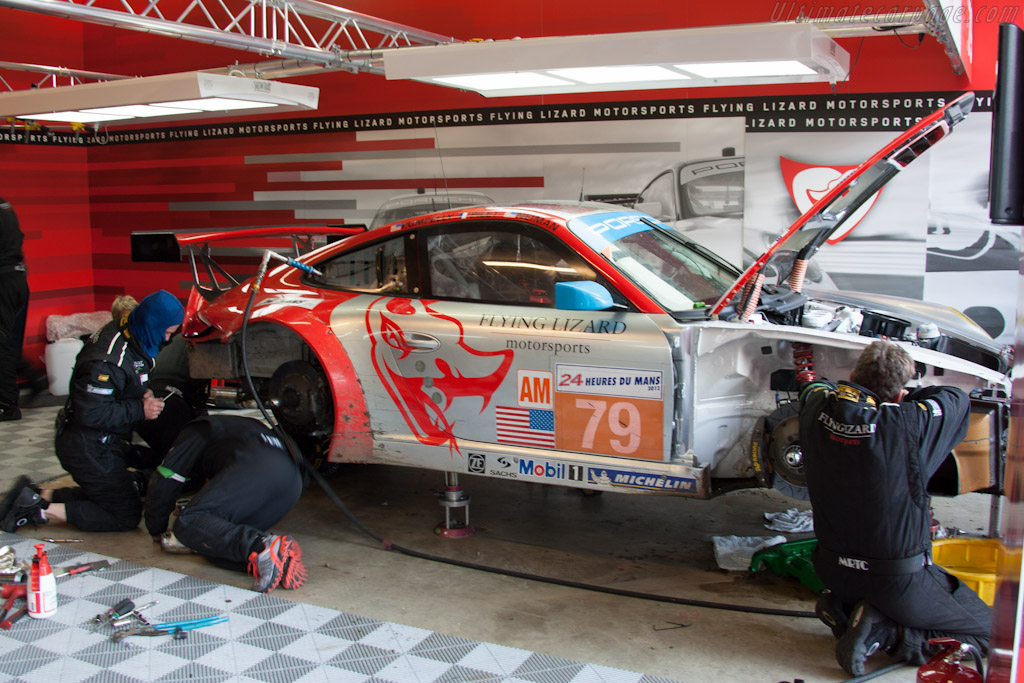 Flying Lizard repairs - Chassis: WP0ZZZ99Z9S7999913   - 2012 24 Hours of Le Mans