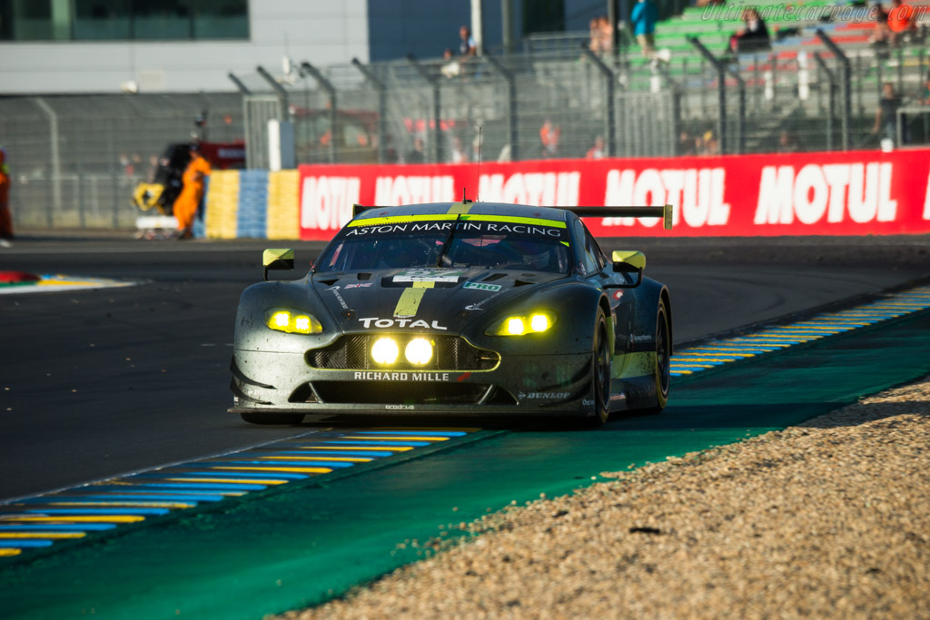 Aston Martin V8 Vantage GTE - Chassis: GTE-005 - Entrant: Aston Martin Racing - Driver: Darren Turner / Jonathan Adam / Daniel Serra  - 2017 24 Hours of Le Mans