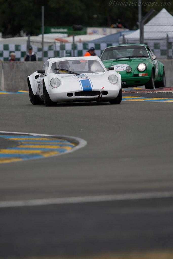 Chevron B8 - Chassis: CH-DBE-62 - Driver: Vincent Missistrano / Michel Renavand / Philippe Bonny  - 2014 Le Mans Classic