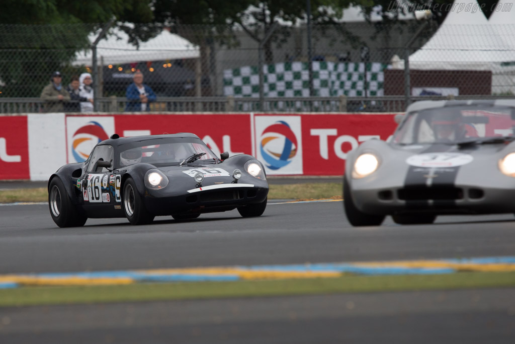 Chevron B8 - Chassis: CH-DBE-71 - Driver: John Emberson / Bill Wykeham  - 2014 Le Mans Classic