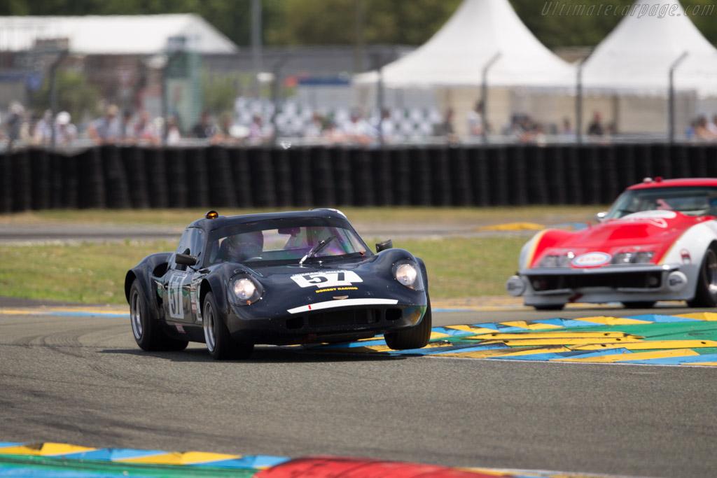 Chevron B8 - Chassis: CH-DBE-71 - Driver: John Emberson / Bill Wykeham  - 2016 Le Mans Classic