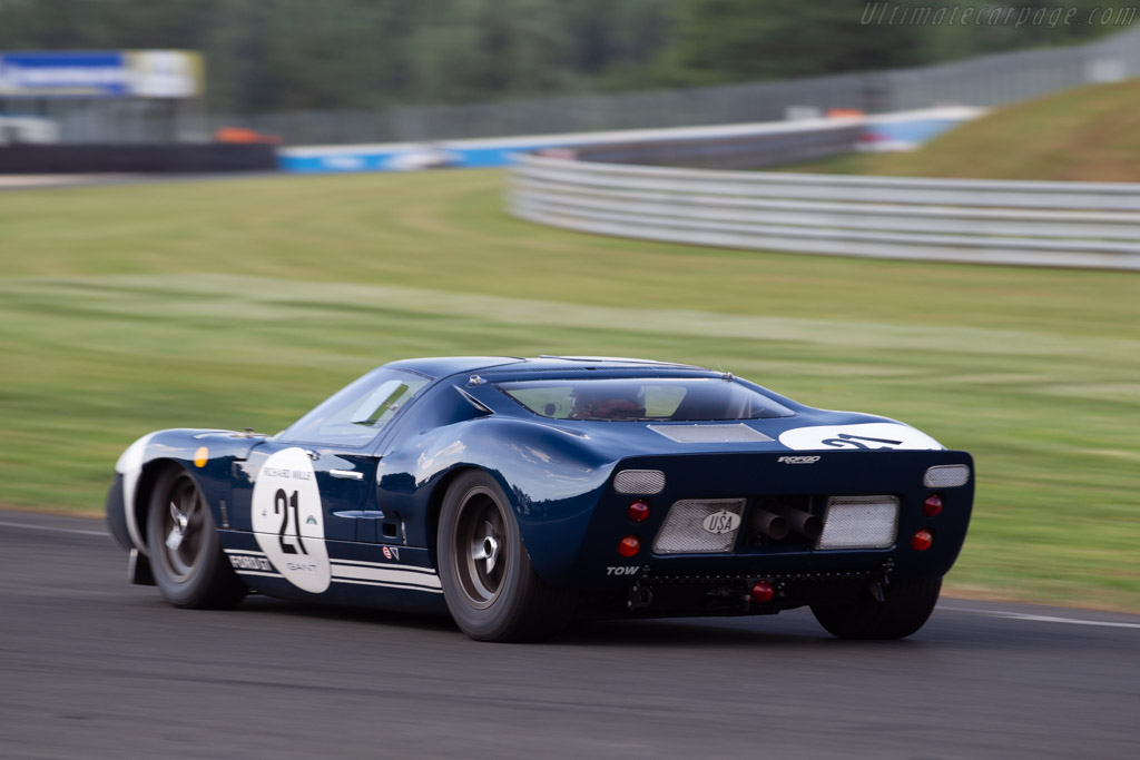 Ford GT40 - Chassis: GT40P/1004 - Driver: Roald Goethe / Stuart Hall  - 2018 Le Mans Classic