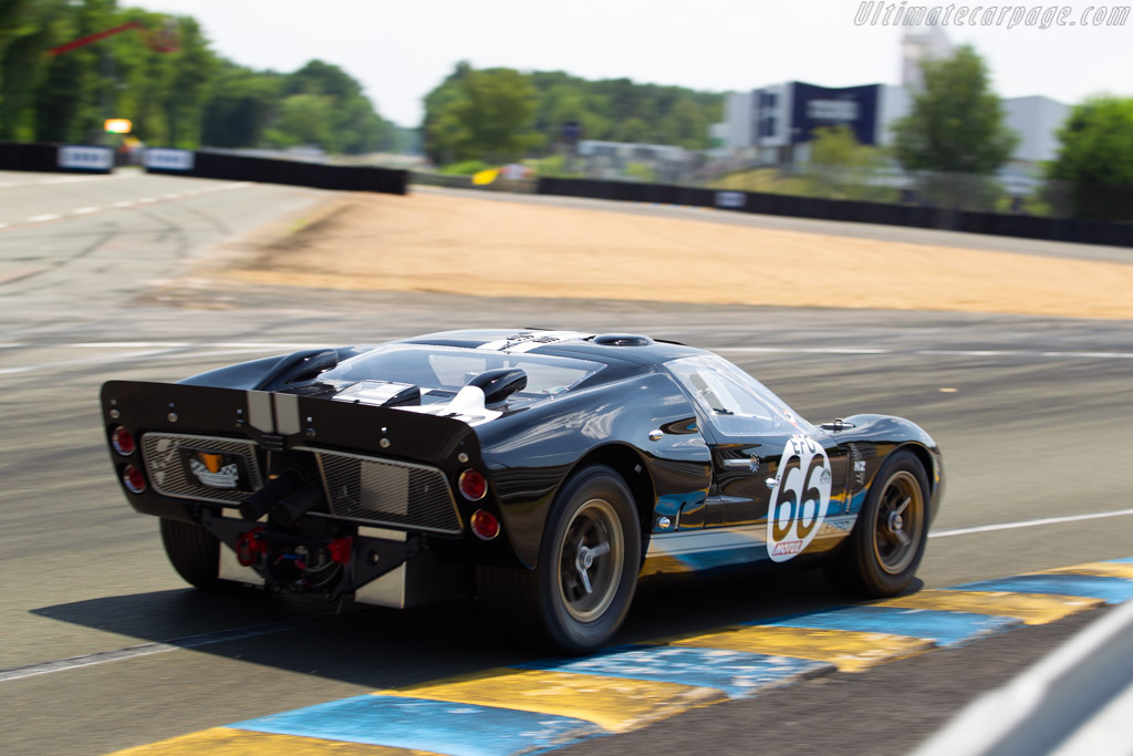 ford gt40 markii chassis gt40p 1046 driver robert kauffman 2018 le mans classic. Black Bedroom Furniture Sets. Home Design Ideas