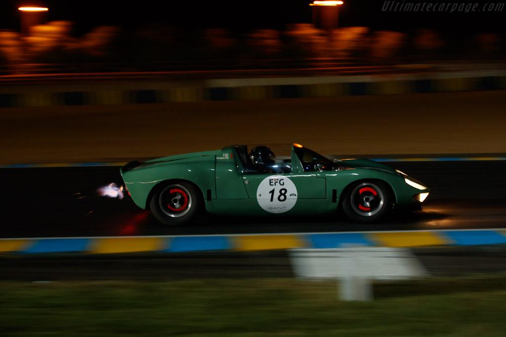 Ford GT40 Roadster - Chassis: GT/111 - Driver: Rui Macedo Silva / Pedro Macedo Silva  - 2018 Le Mans Classic
