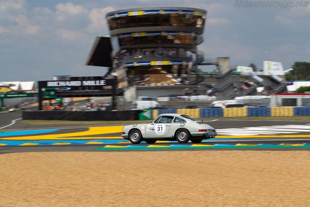 Porsche 911 - Chassis: 302992 - Driver: Alex de Reguero  - 2018 Le Mans Classic