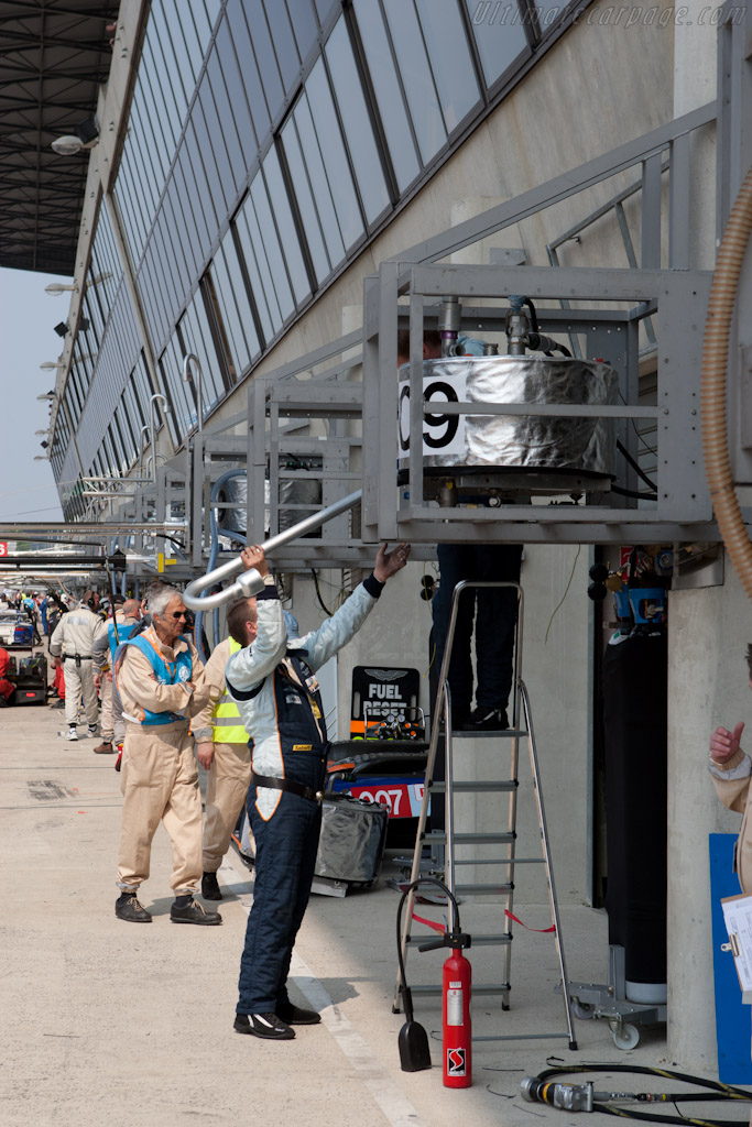 Aston Martin packing up    - 2011 Le Mans Test