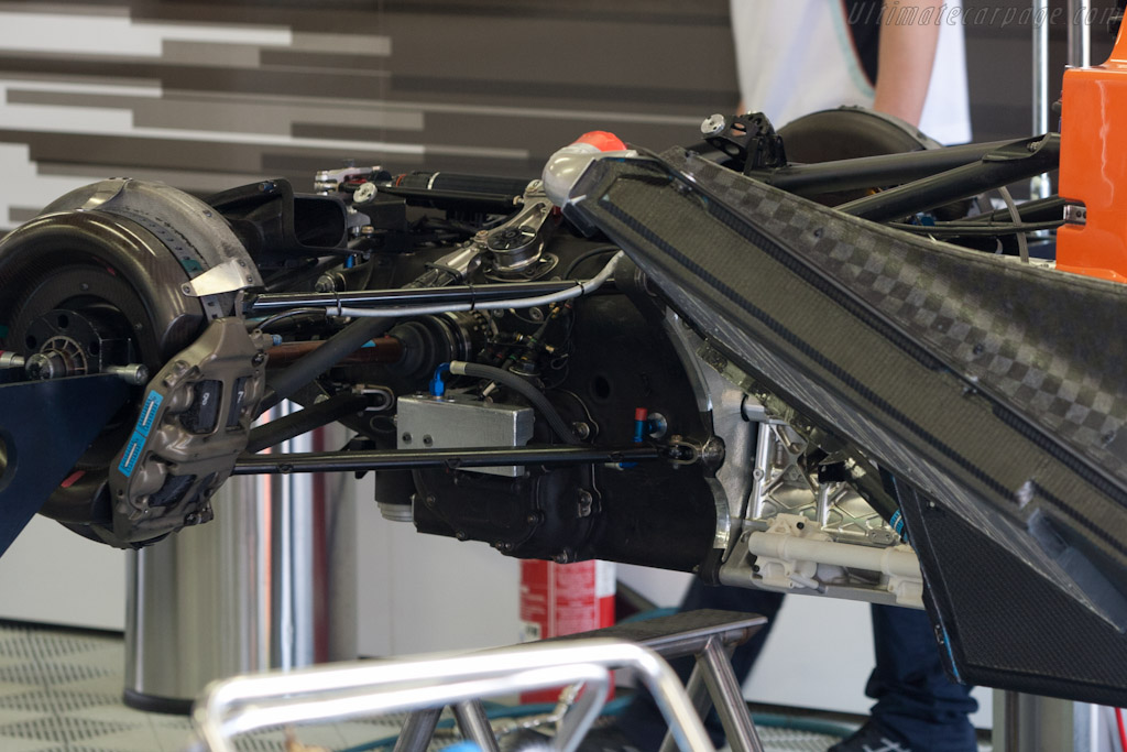 Aston Martin's weak link - Chassis: 2   - 2011 Le Mans Test