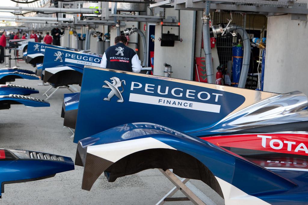 Peugeot fins    - 2011 Le Mans Test
