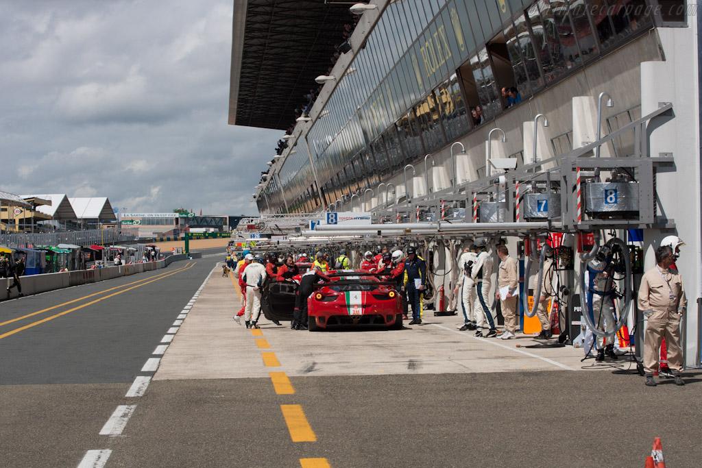 Le Mans Pit Lane - Chassis: 2822   - 2012 Le Mans Test