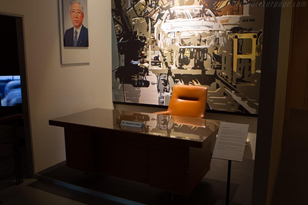Dr. Toyoda's Desk    - The Louwman Museum