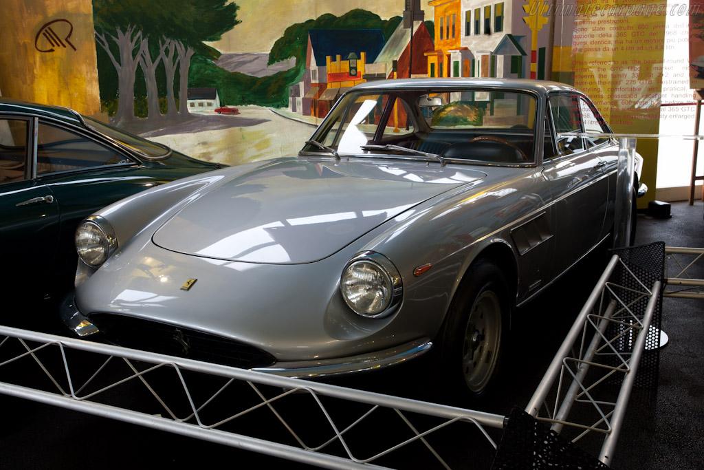 Ferrari 365 GTC    - Maranello Rosso