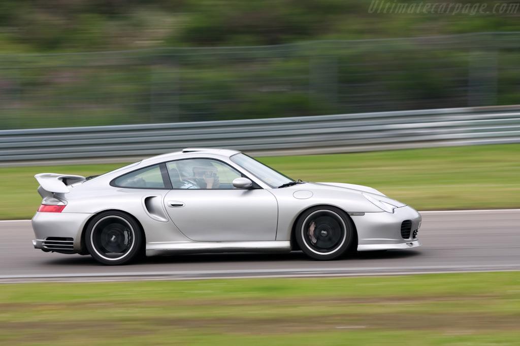 Porsche 996 Turbo    - 2009 Modena Trackdays