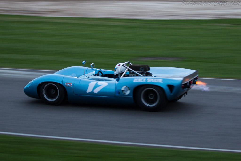Lola T70 Mk2 - Chassis: SL71/24 - Entrant: Howard Jones - Driver: Simon Hadfield  - 2017 Goodwood Members' Meeting
