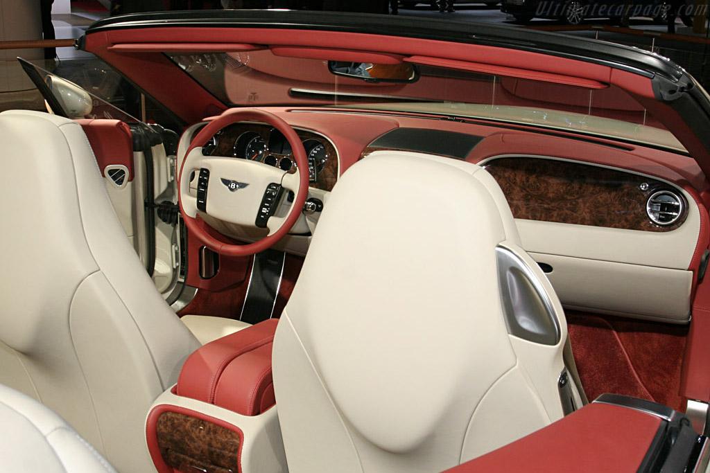 Bentley Continental GTC    - 2006 Mondial de l'Automobile Paris