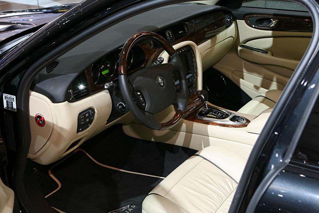 Jaguar Xjr Portfolio 2006 Mondial De L Automobile Paris