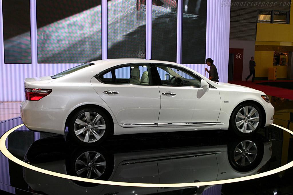 Lexus LS600h    - 2006 Mondial de l'Automobile Paris