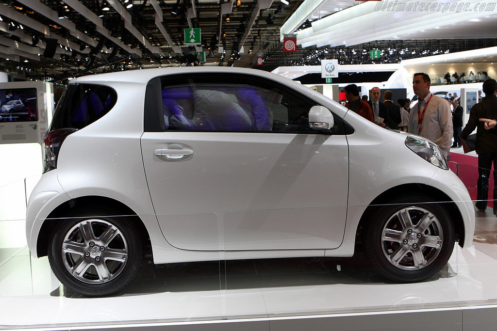 Toyota iQ    - 2008 Mondial de l'Automobile Paris