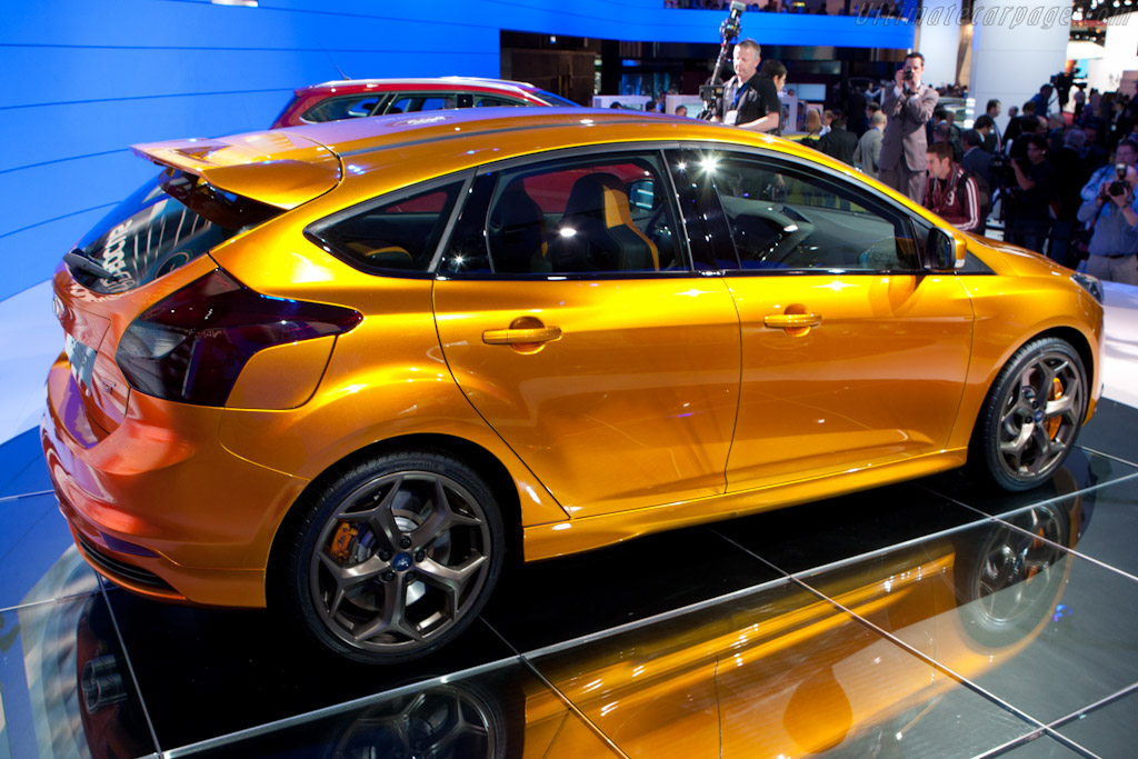 ... de l'Automobile Paris report - More Ford Focus ST Concept images
