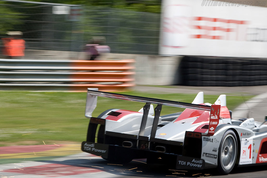 McNish sends the sparks flying - Chassis: 204   - 2008 Le Mans Series Monza 1000 km