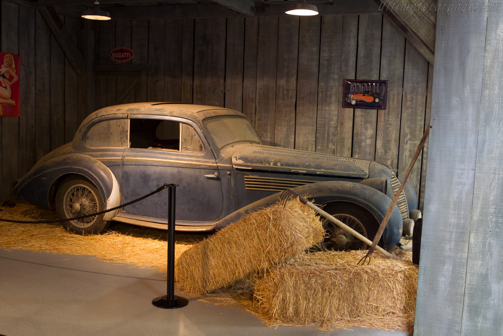 Barn-find display    - Mullin Automotive Museum