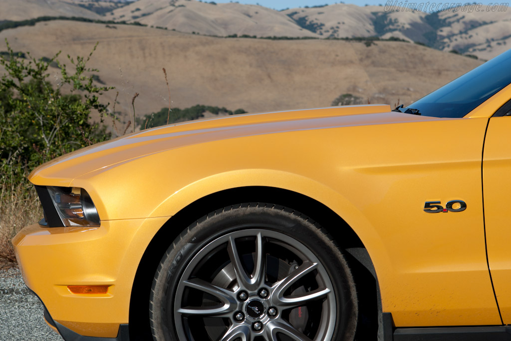 Ford Mustang GT 5.0    - 2011 Monterey Classic Car Week