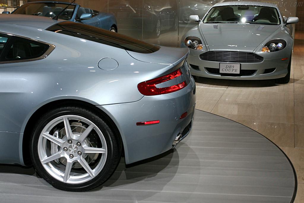 Aston Martin V8 Vantage    - 2006 North American International Auto Show (NAIAS)