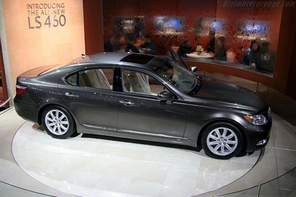 Lexus LS460    - 2006 North American International Auto Show (NAIAS)