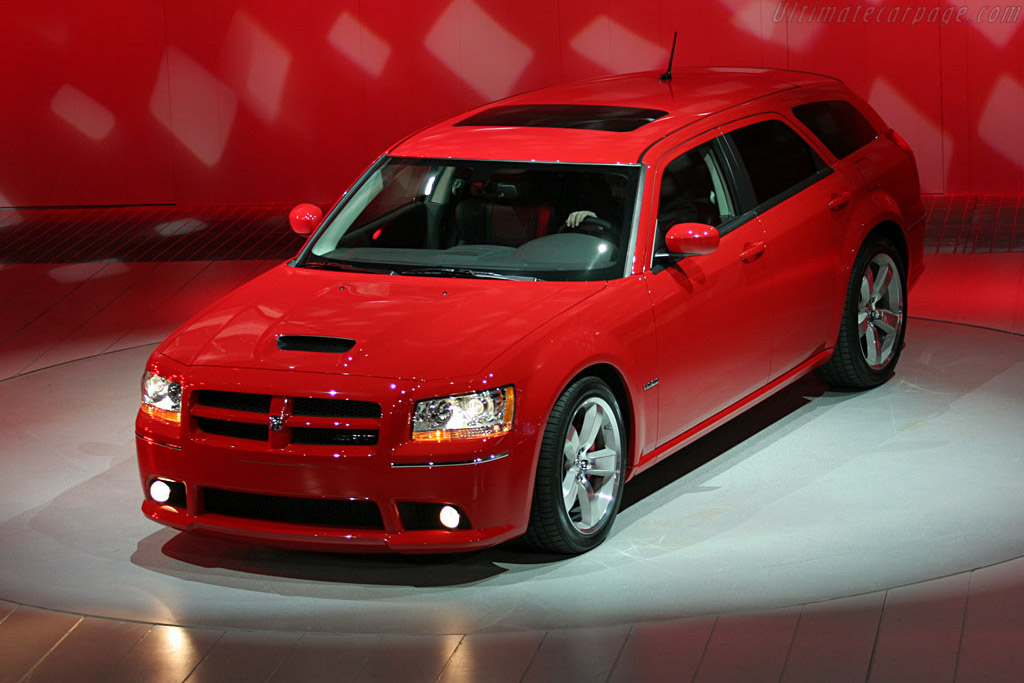 Dodge Magnum SRT-8    - 2007 North American International Auto Show (NAIAS)