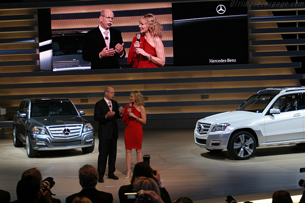 Dr Zetsche and Kim Cattrall - 2008 North American
