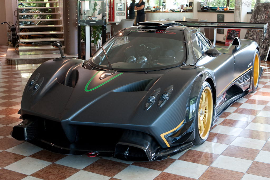 Pagani Zonda R    - Horacio Pagani and his dream in carbon-fibre