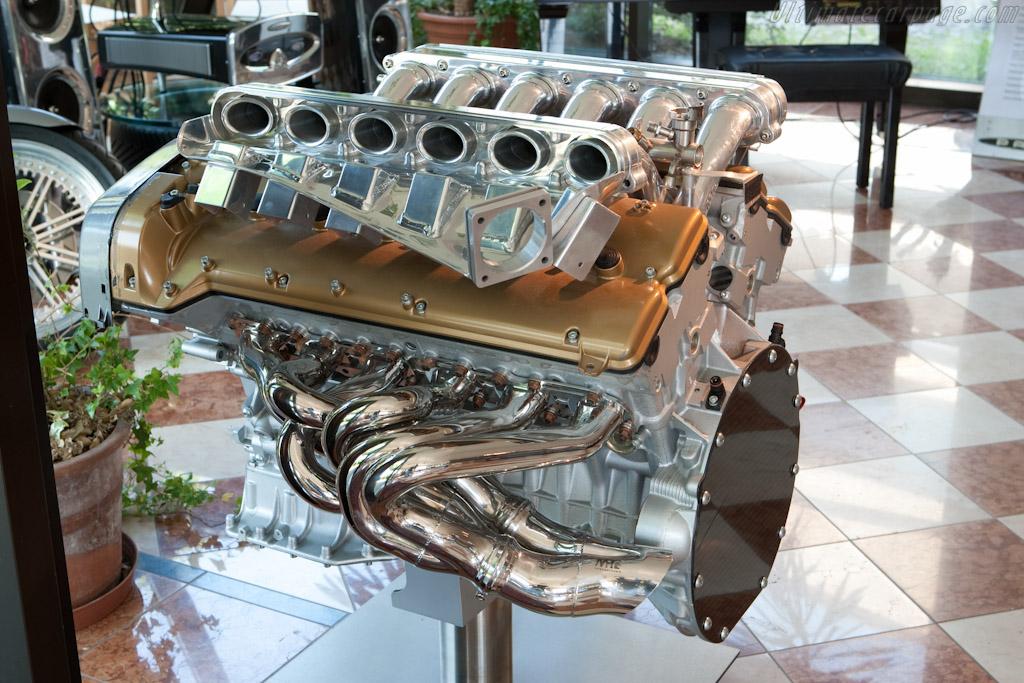 AMG V12    - Horacio Pagani and his dream in carbon-fibre