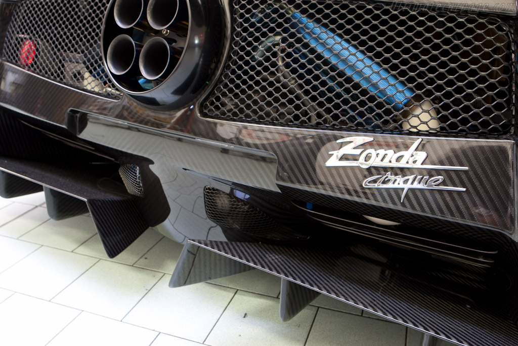 Pagani Zonda Cinque    - Horacio Pagani and his dream in carbon-fibre