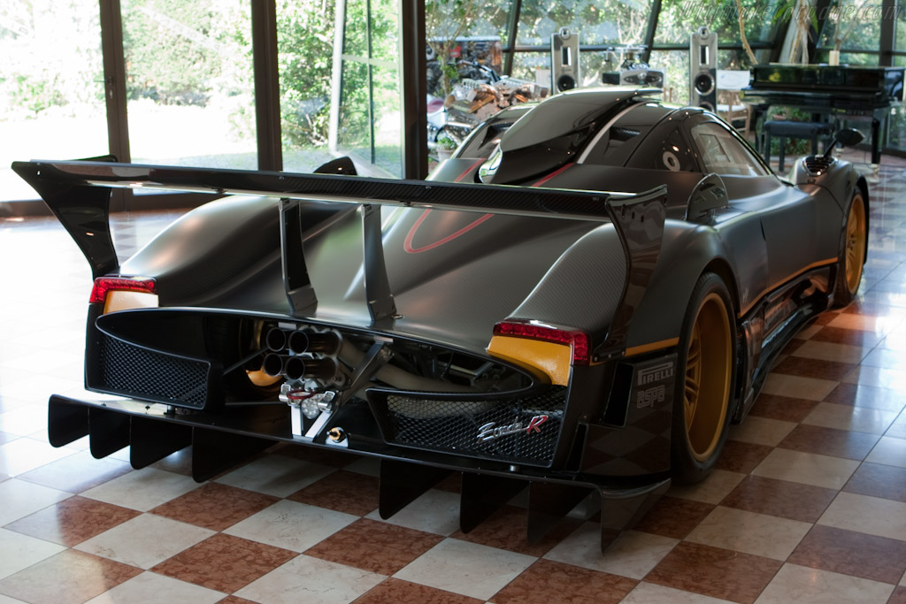 Pagani Zonda R - Chassis: ZR02   - Horacio Pagani and his dream in carbon-fibre