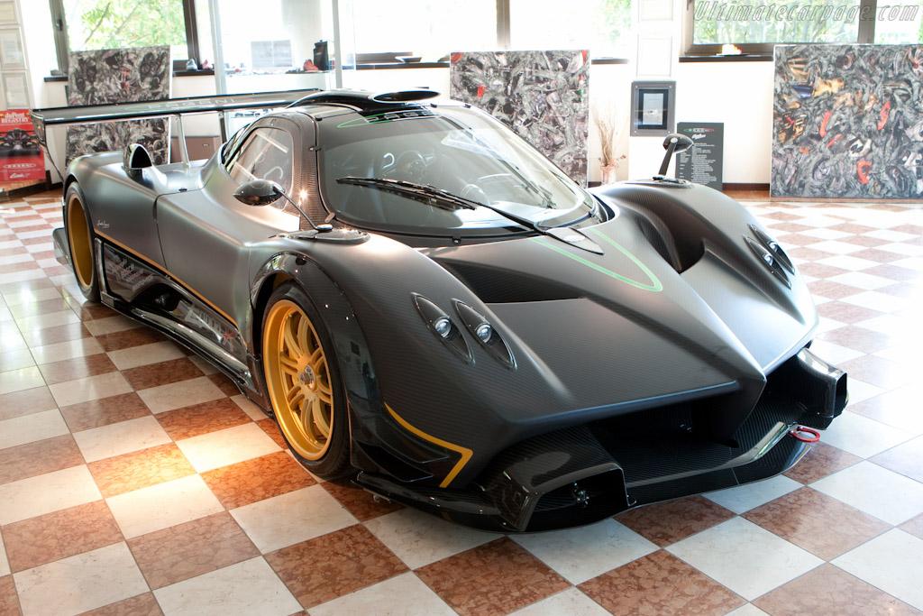 Pagani Zonda R - Chassis: ZR02   - Horacio Pagani and his dream in carbon-fibre