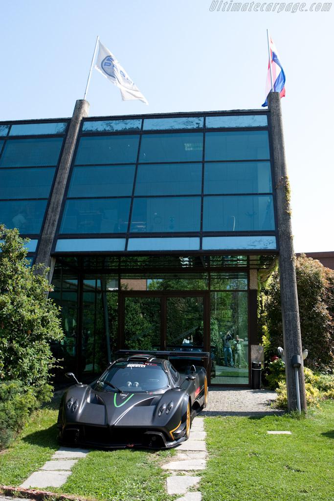 Pagani Zonda R - Chassis: ZR00   - Horacio Pagani and his dream in carbon-fibre