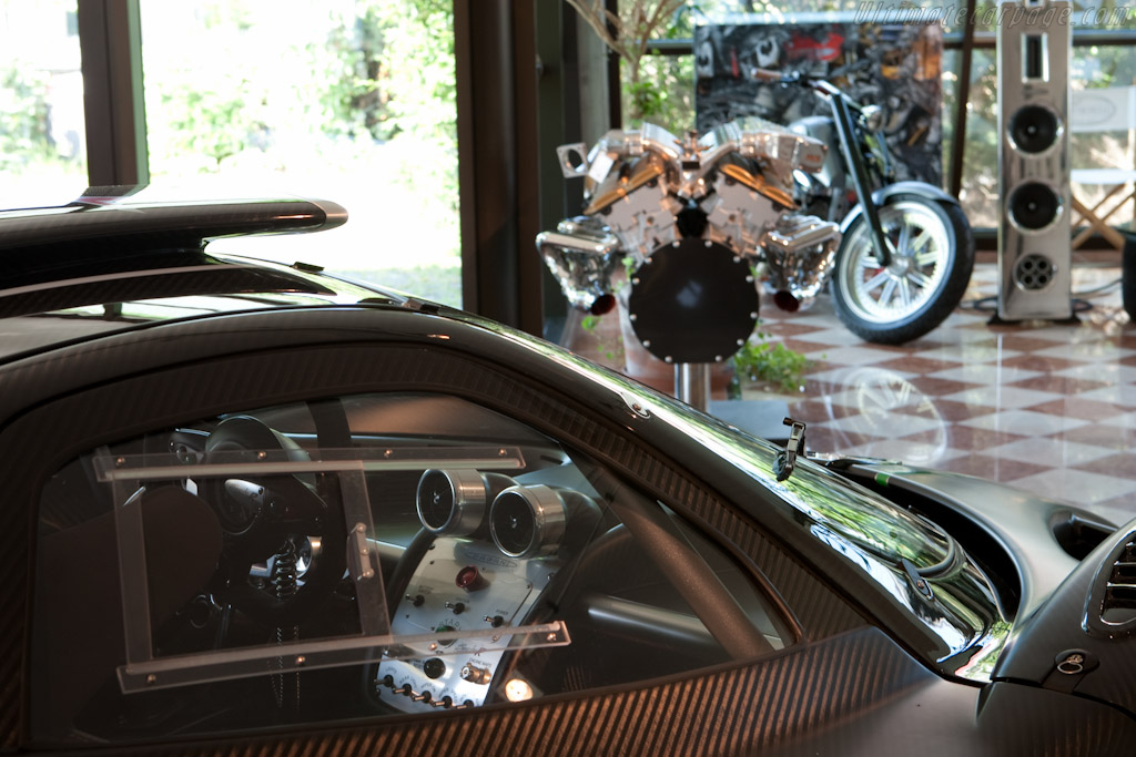 Showroom    - Horacio Pagani and his dream in carbon-fibre