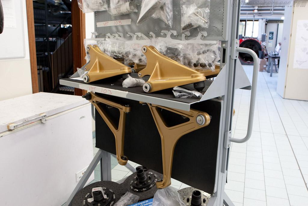 Suspension components    - Horacio Pagani and his dream in carbon-fibre