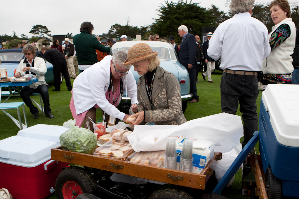 Picknick on the lawn    - 2010 Pebble Beach Concours d'Elegance