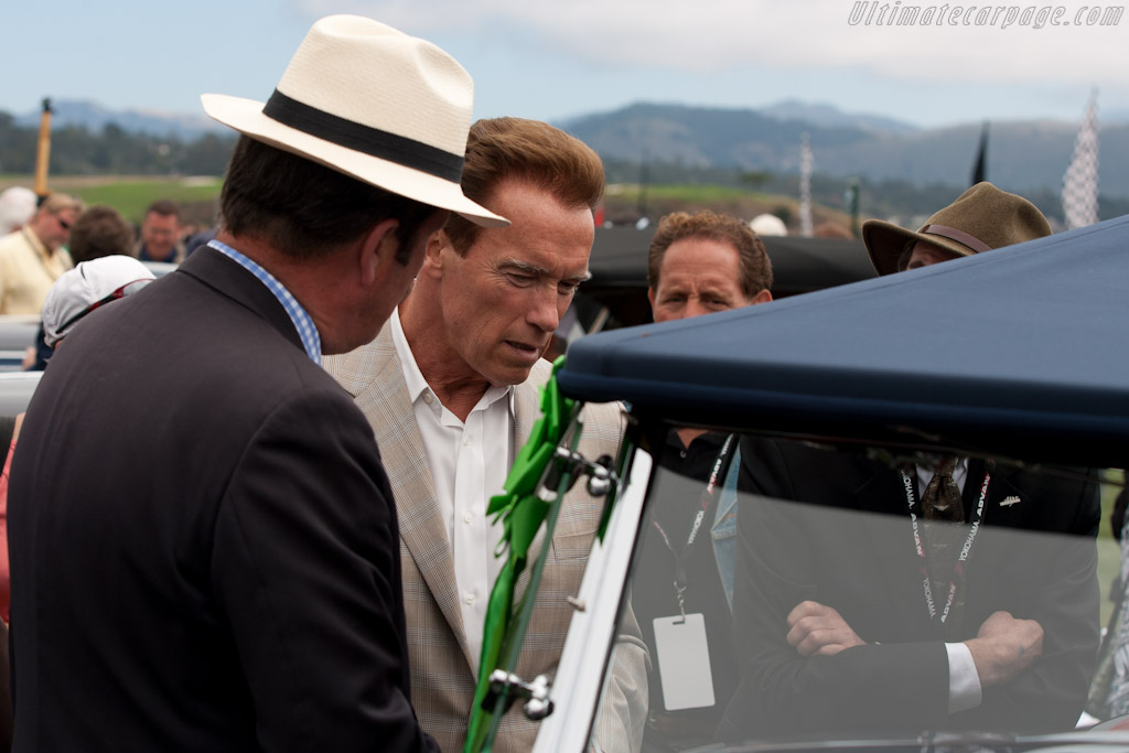 The 'Governator' admires a 'Duesy'    - 2010 Pebble Beach Concours d'Elegance