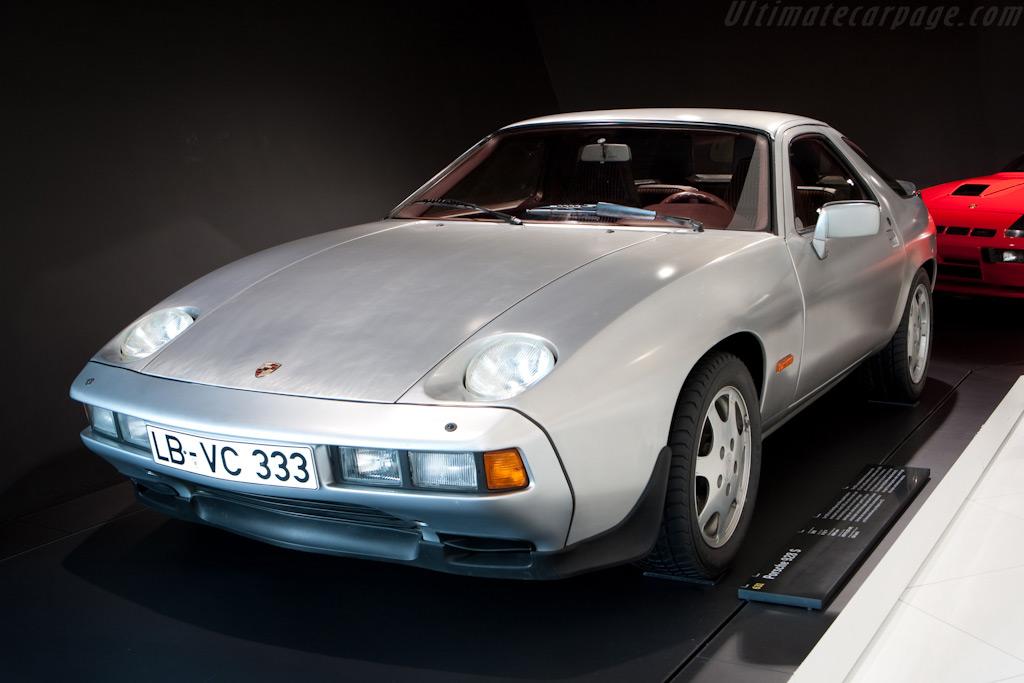 Porsche 928    - Porsche Museum Visit