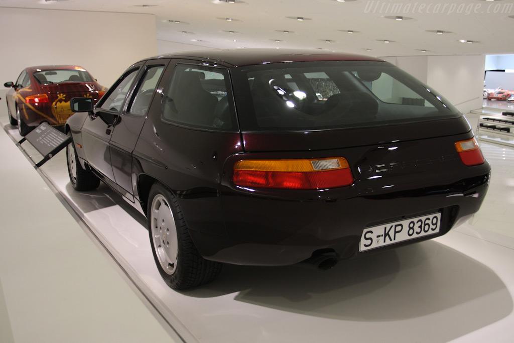 Porsche 928 Estate    - Porsche Museum Visit
