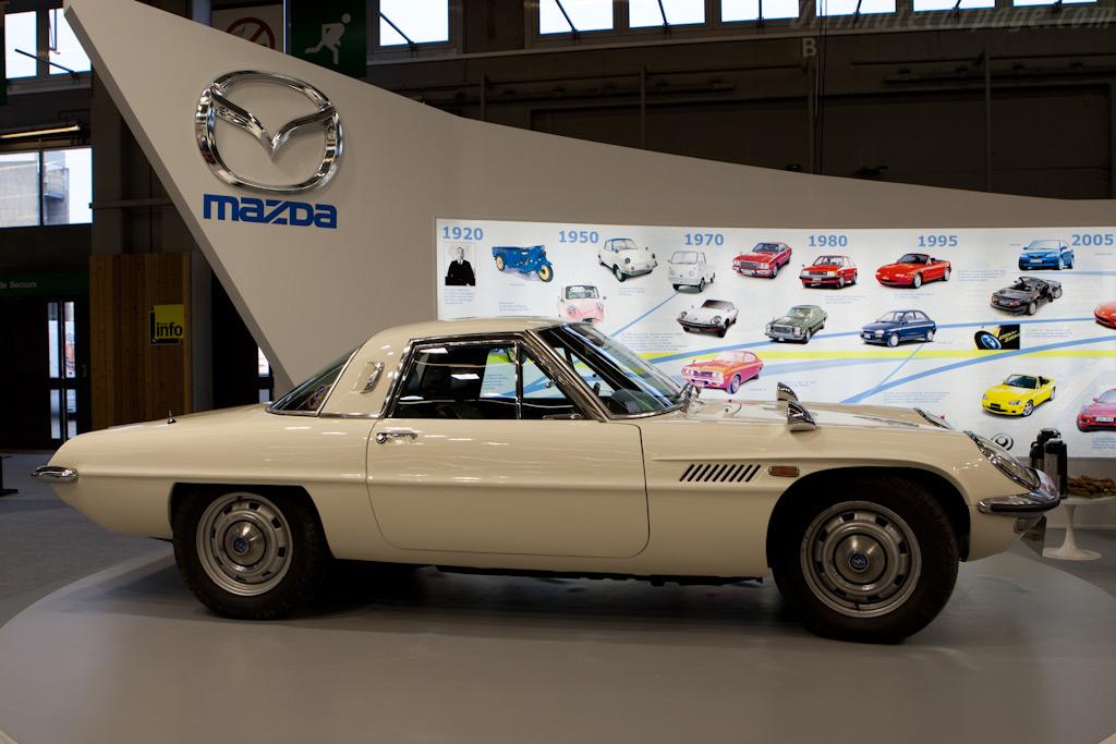 Mazda 110S Cosmo    - 2010 Retromobile