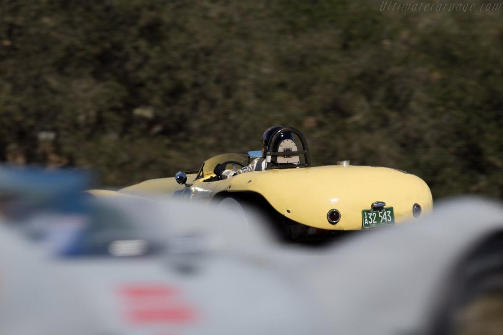 Old Yeller Mark II - Chassis: 2 - Driver: Ernie Nagamatsu  - 2015 Monterey Motorsports Reunion