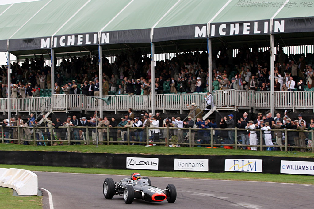 A standing ovation for Barrie Williams    - 2007 Goodwood Revival