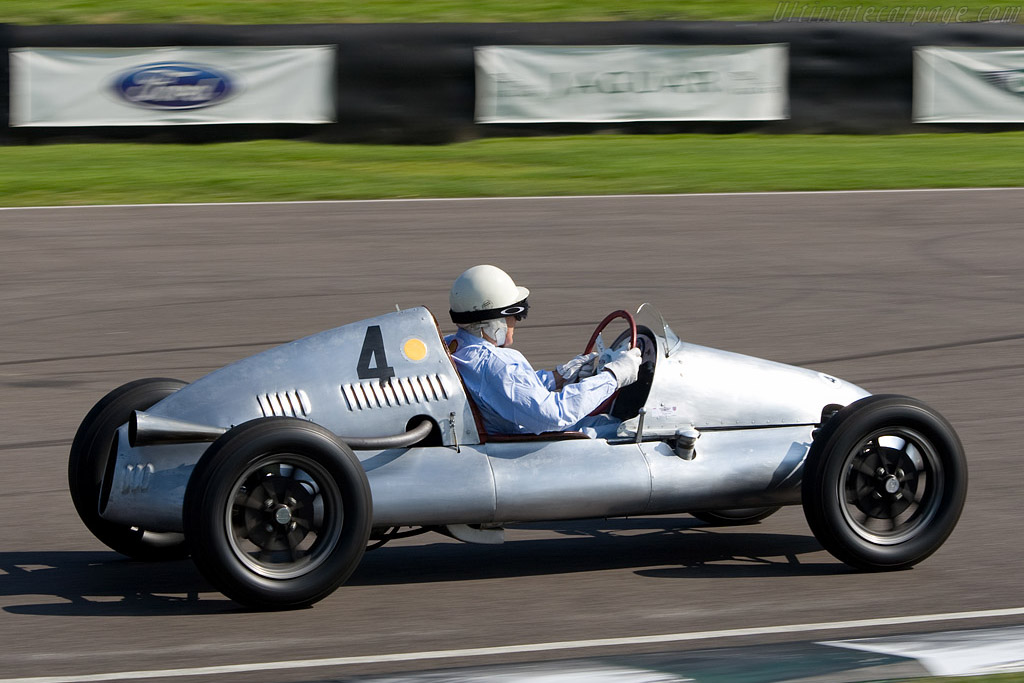 Moss won at the very first Goodwood meeting in a Cooper F3    - 2008 Goodwood Revival
