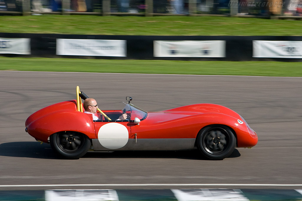 The late David Leslie's Lola    - 2008 Goodwood Revival
