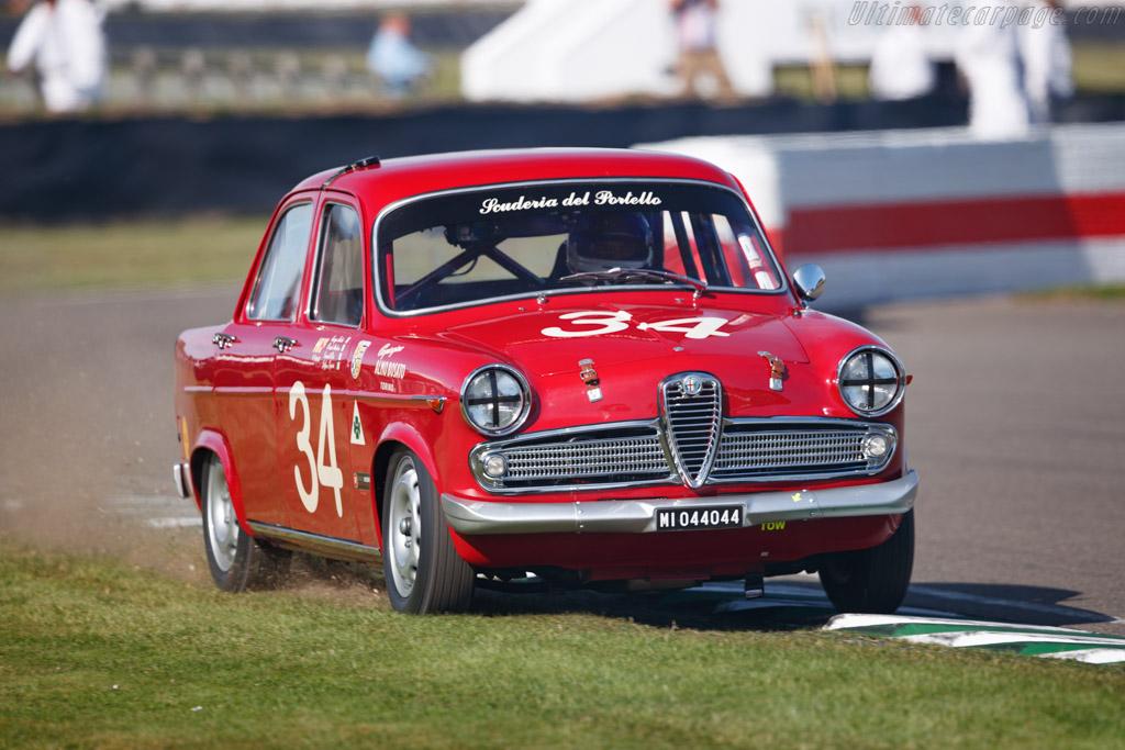 Alfa Romeo Giulietta TI - Chassis: 10129-227222 - Entrant: Geoff Gordon - Driver: Emanuele Pirro / Richard Meaden - 2019 Goodwood Revival