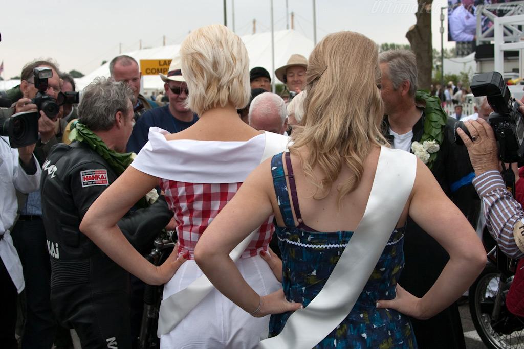 Wayne Gardner receives the laurels    - 2009 Goodwood Revival