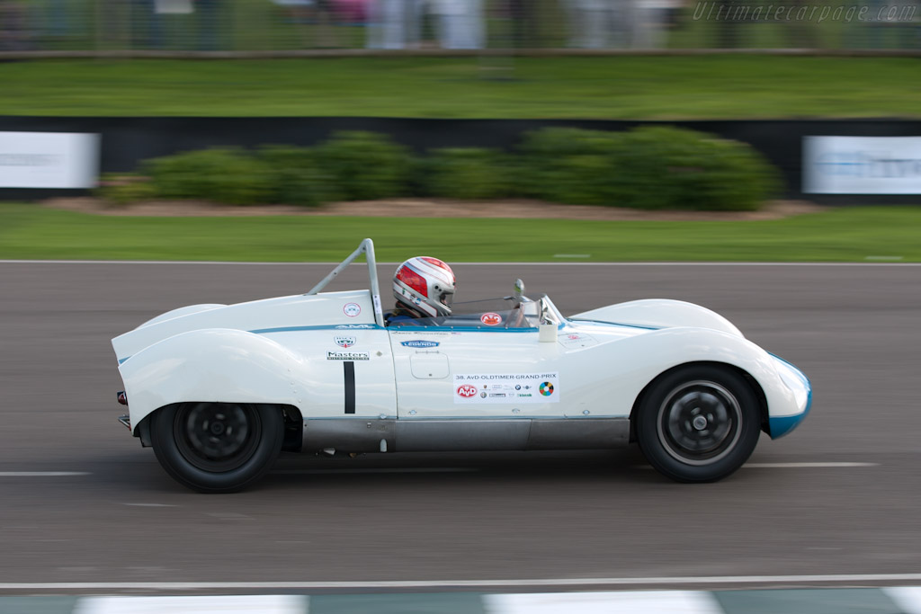 race 06 madgwick cup for sports racing cars of under 2 5 litres of