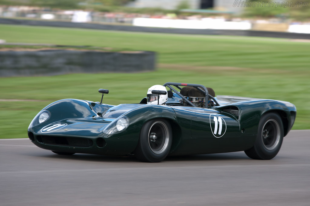 Lola T70 Spyder - Chassis: SL70/11 - Driver: David Hart  - 2010 Goodwood Revival